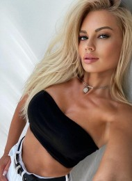 Lina, top Russian escort in Paris