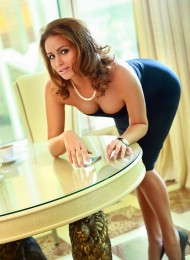 Sandra, sexy Russian escort in Paris